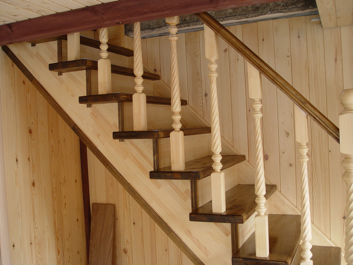 Лестница своими руками в дом из дерева